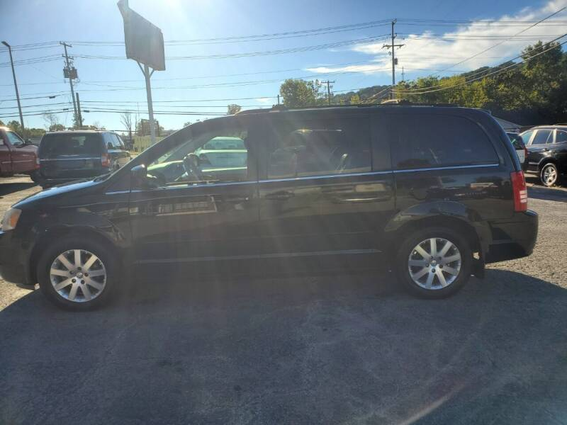 2008 Chrysler Town and Country for sale at Knoxville Wholesale in Knoxville TN