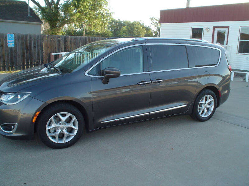 2018 Chrysler Pacifica for sale at World of Wheels Autoplex in Hays KS