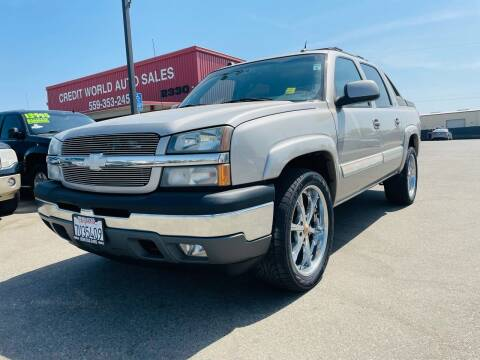 2005 Chevrolet Avalanche for sale at Credit World Auto Sales in Fresno CA