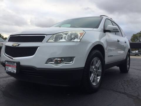 2010 Chevrolet Traverse for sale at Auto Outpost-North, Inc. in McHenry IL