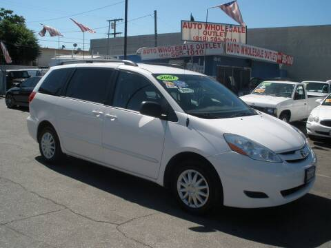 2007 Toyota Sienna for sale at AUTO WHOLESALE OUTLET in North Hollywood CA