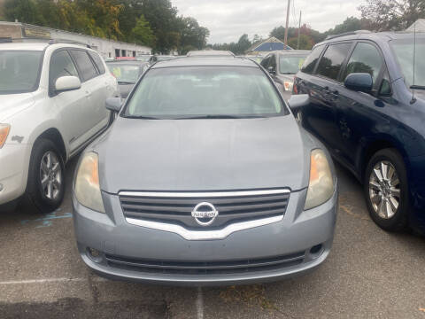 2009 Nissan Altima for sale at Whiting Motors in Plainville CT