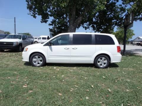 2013 Dodge Grand Caravan for sale at AUTO FLEET REMARKETING, INC. in Van Alstyne TX