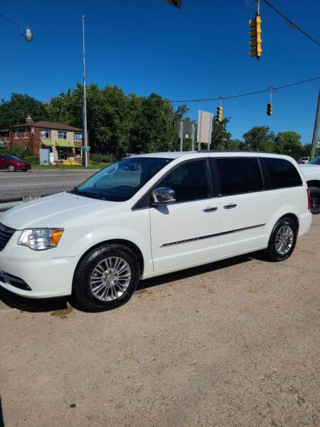 2013 Chrysler Town and Country for sale at Kevin Lapp Motors in Flat Rock MI