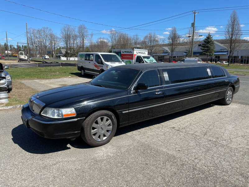 2005 Lincoln Town Car for sale at Candlewood Valley Motors in New Milford CT