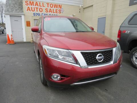 2013 Nissan Pathfinder for sale at Small Town Auto Sales in Hazleton PA