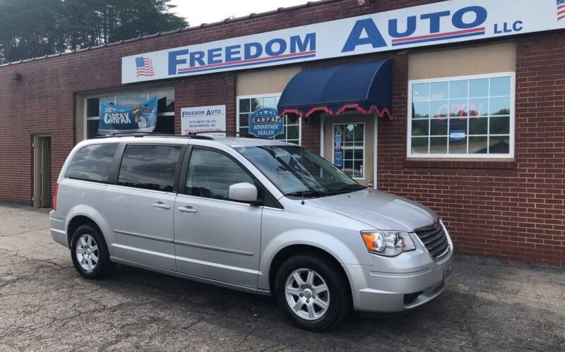 2010 Chrysler Town and Country for sale at FREEDOM AUTO LLC in Wilkesboro NC