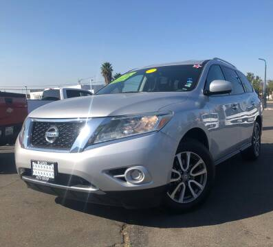 2013 Nissan Pathfinder for sale at LUGO AUTO GROUP in Sacramento CA