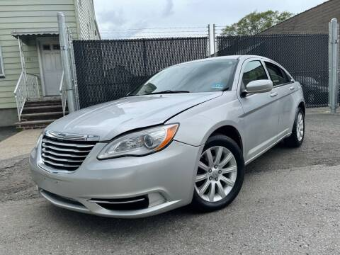 2011 Chrysler 200 for sale at Illinois Auto Sales in Paterson NJ