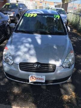 2009 Hyundai Accent for sale at Square Business Automotive in Milwaukee WI
