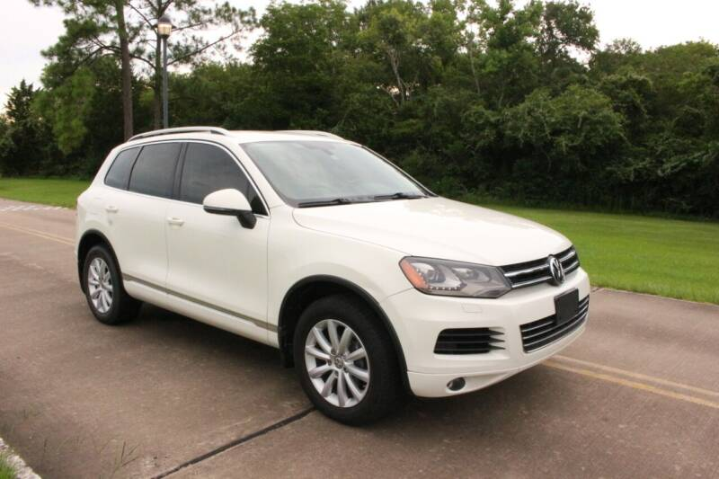 2012 Volkswagen Touareg for sale at Clear Lake Auto World in League City TX