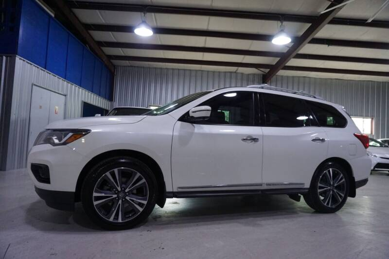 2017 Nissan Pathfinder for sale at SOUTHWEST AUTO CENTER INC in Houston TX