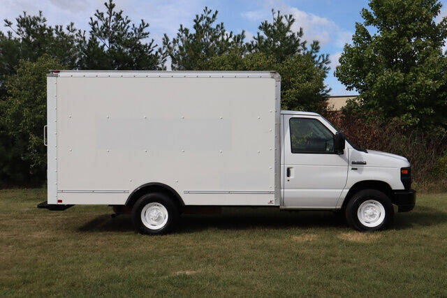 2014 Ford E-Series Chassis for sale at Signature Truck Center in Crystal Lake IL