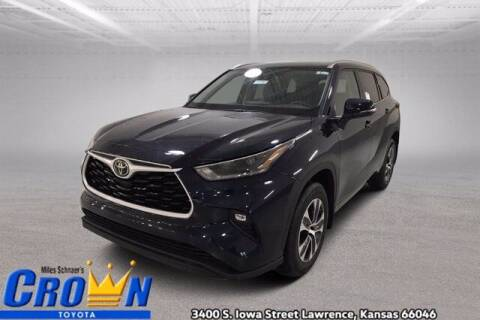 2021 Toyota Highlander for sale at Crown Automotive of Lawrence Kansas in Lawrence KS