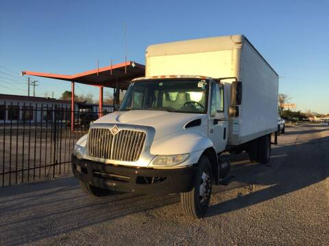 2005 International DuraStar 4300 for sale at BSA Used Cars in Pasadena TX