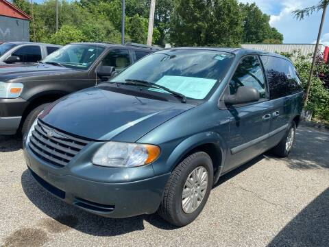 2005 Chrysler Town and Country for sale at 4th Street Auto in Louisville KY