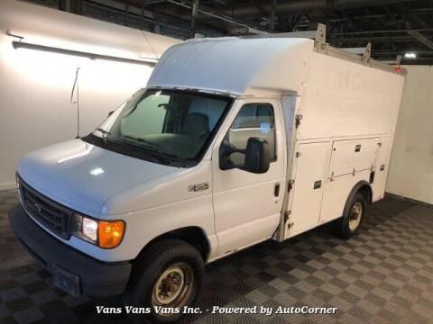 2005 Ford E-Series Chassis for sale at Vans Vans Vans INC in Blauvelt NY