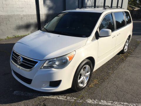 2011 Volkswagen Routan for sale at APX Auto Brokers in Lynnwood WA