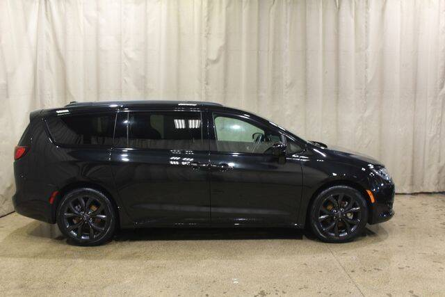 2020 Chrysler Pacifica for sale at Autoland Outlets Of Byron in Byron IL