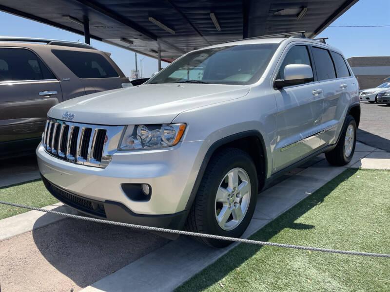 2011 Jeep Grand Cherokee for sale at DESANTIAGO AUTO SALES in Yuma AZ