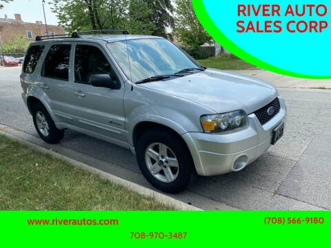 2005 Ford Escape for sale at RIVER AUTO SALES CORP in Maywood IL