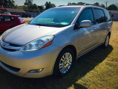 2007 Toyota Sienna for sale at Cutiva Cars in Gastonia NC