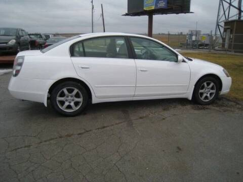 2006 Nissan Altima for sale at BEST CAR MARKET INC in Mc Lean IL