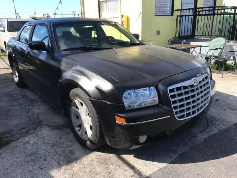 2005 Chrysler 300 for sale at MIAMI AUTO LIQUIDATORS in Miami FL