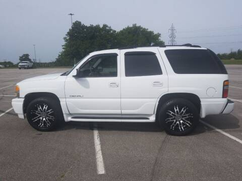 2004 GMC Yukon for sale at CAR-MART AUTO SALES in Maryville TN
