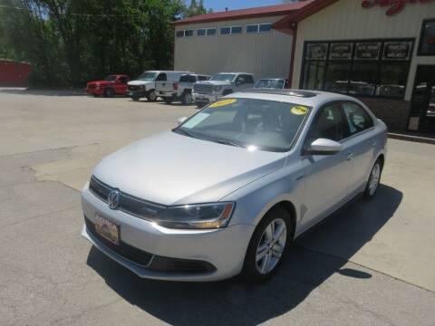 2013 Volkswagen Jetta for sale at Azteca Auto Sales LLC in Des Moines IA