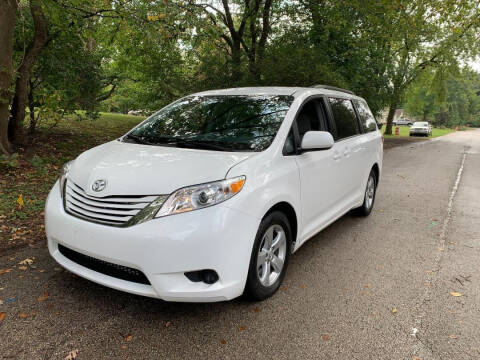 2017 Toyota Sienna for sale at Triangle Auto Sales in Elgin IL