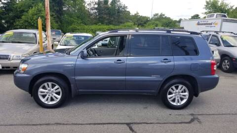 2006 Toyota Highlander Hybrid for sale at Howe's Auto Sales in Lowell MA