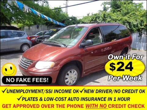 2007 Chrysler Town and Country for sale at AUTOFYND in Elmont NY