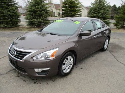 2014 Nissan Altima for sale at Richfield Car Co in Hubertus WI