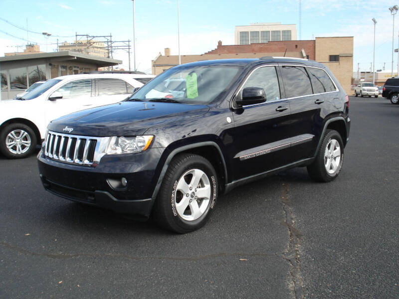 2011 Jeep Grand Cherokee for sale at Shelton Motor Company in Hutchinson KS