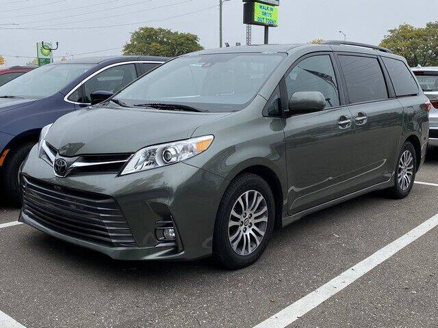2018 Toyota Sienna for sale at SOUTHFIELD QUALITY CARS in Detroit MI