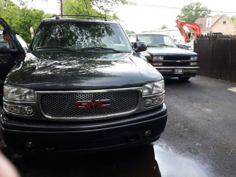 2004 GMC Yukon for sale at GALANTE AUTO SALES LLC in Aston PA