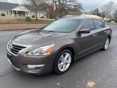 2013 Nissan Altima for sale at Diana Rico LLC in Dalton GA