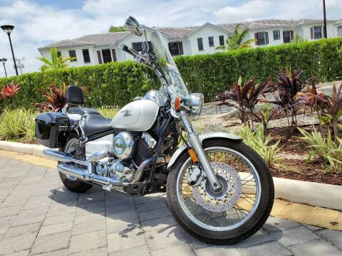 2004 Yamaha V-Star for sale at M.D.V. INTERNATIONAL AUTO CORP in Fort Lauderdale FL