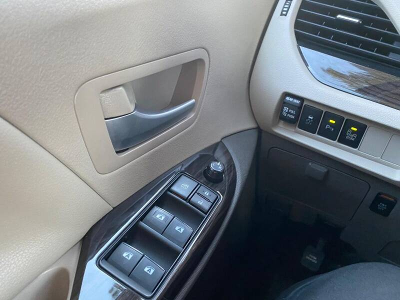 2017 Toyota Sienna XLE 7-Passenger Auto Access Seat 4dr Mini-Van - Belmont CA