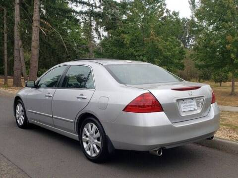 2006 Honda Accord for sale at CLEAR CHOICE AUTOMOTIVE in Milwaukie OR