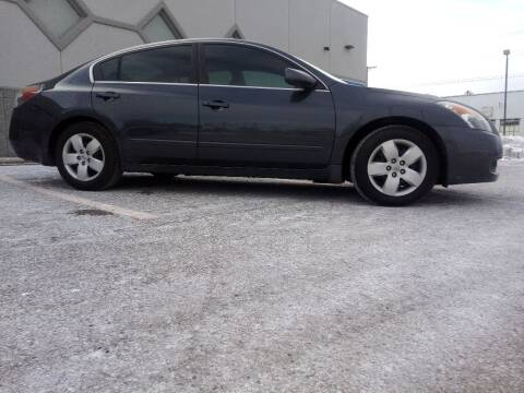 2008 Nissan Altima for sale at Double Take Auto Sales LLC in Dayton OH