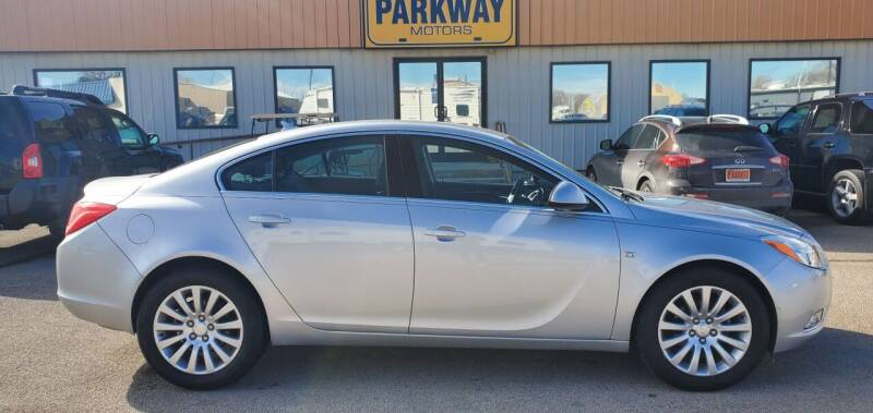 2011 Buick Regal for sale at Parkway Motors in Springfield IL