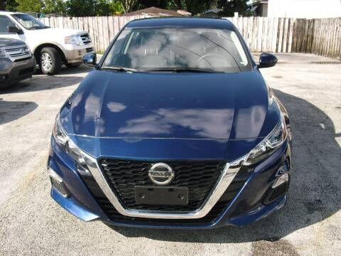 2019 Nissan Altima for sale at SUPERAUTO AUTO SALES INC in Hialeah FL