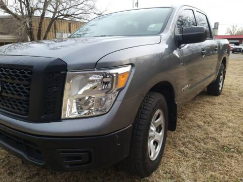 2017 Nissan Titan for sale at Empire Auto Remarketing in Shawnee OK