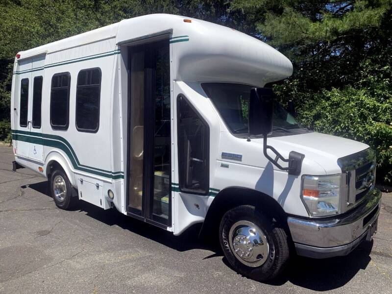 2010 Ford E-350 for sale in Westbury, NY