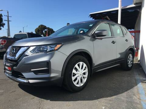 2018 Nissan Rogue for sale at Auto Max of Ventura in Ventura CA