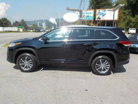 2018 Toyota Highlander for sale at EAST MAIN AUTO SALES in Sylva NC