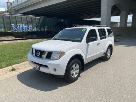 2005 Nissan Pathfinder for sale at Apple Auto in La Crescent MN