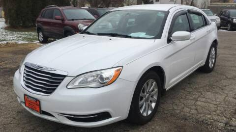 2013 Chrysler 200 for sale at Knowlton Motors, Inc. in Freeport IL